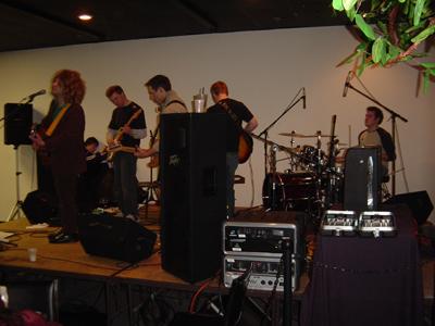Електромат на сцената